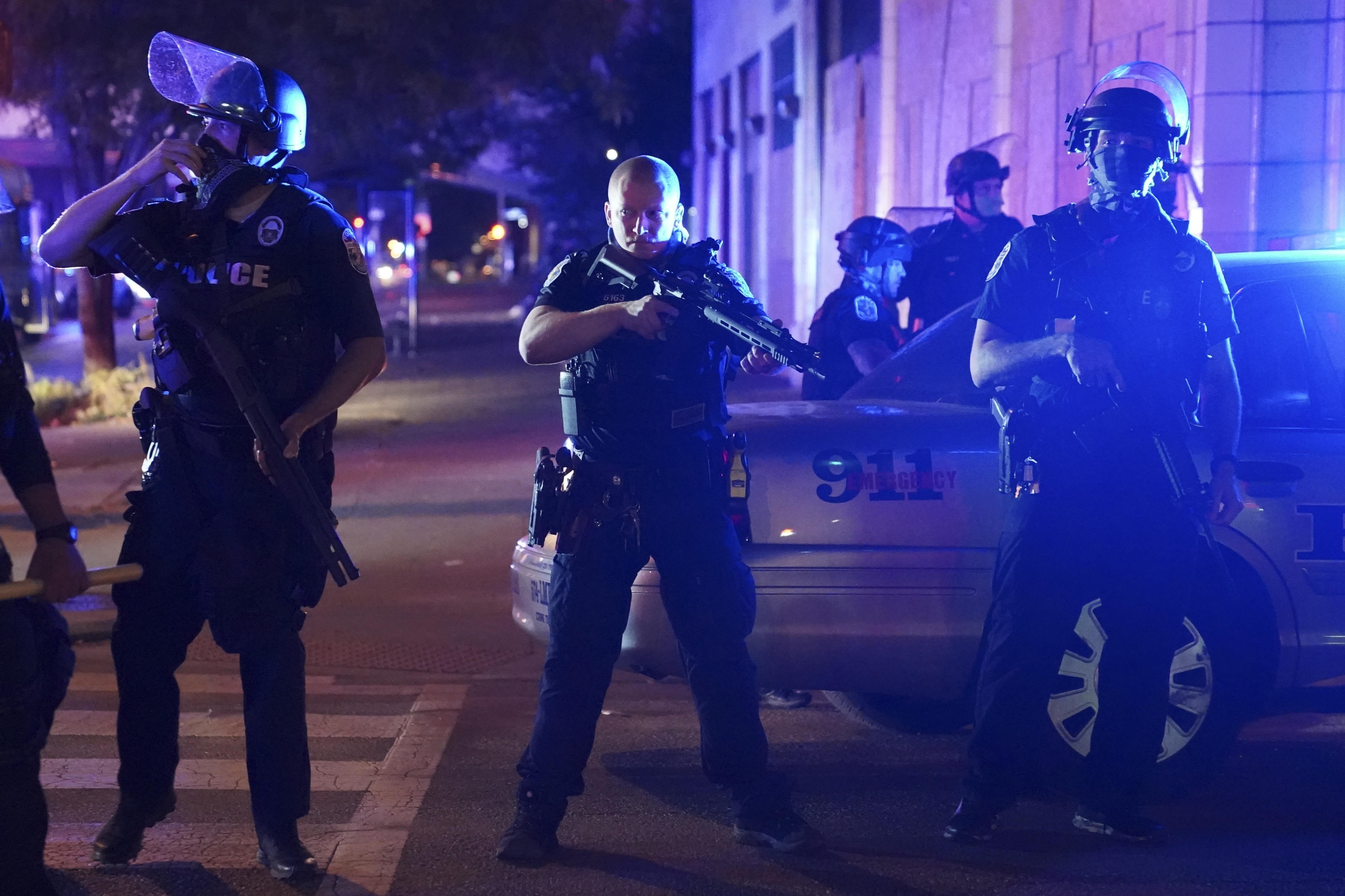 Police 2 Officers Shot During Louisville Protests Over Breonna Taylor S Killing Ktla