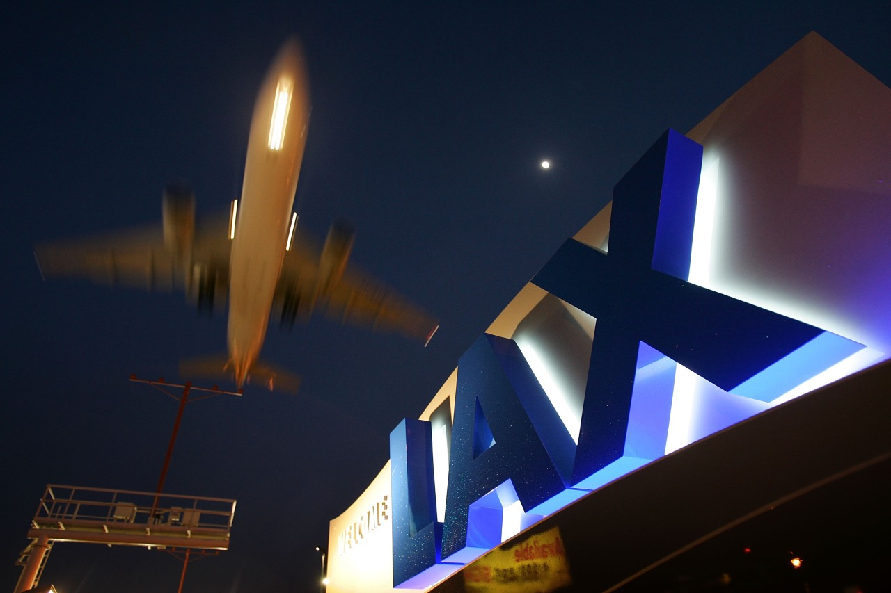2nd report of person with jet pack flying near LAX prompts new investi... image