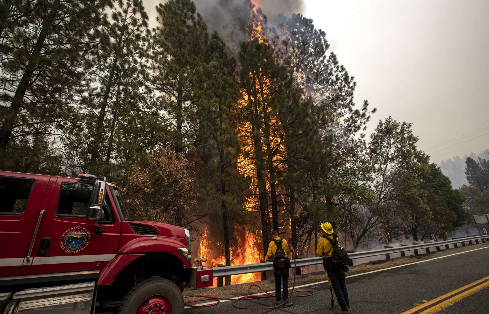 Flames from the Bear fire in Oroville, Calif. (Brian van der Brug/Los Angeles Times)