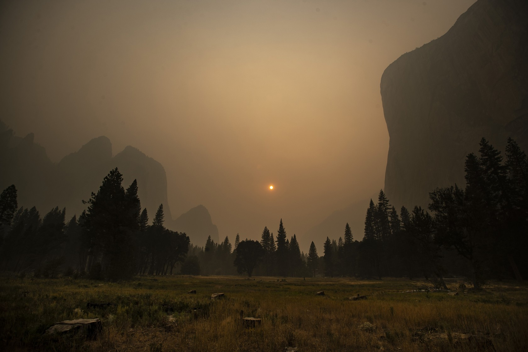 Thick smoke from multiple forest fires shrouds iconic El Capitan, at right, and the granite walls of Yosemite Valley on Sept. 20, 2020. (Brian van der Brug / Los Angeles Times)