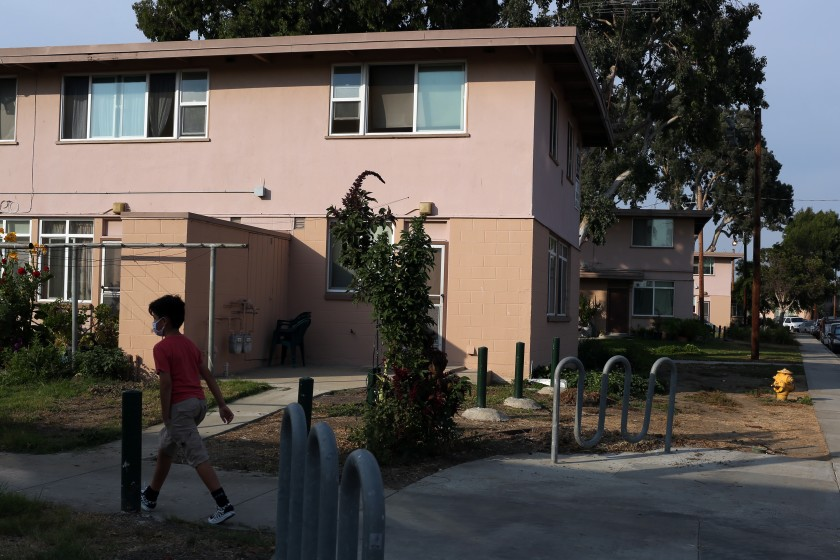 Apartments at the Mar Vista Gardens public housing complex in Los Angeles' Del Rey neighborhood.(Dania Maxwell / Los Angeles Times)