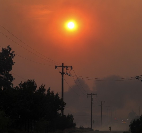 Heavy smoke from the Bobcat fire, seen from Cima Mesa Road in Juniper Hills blocks the sun on Sept. 18, 2020. (Irfan Khan / Los Angeles Times)