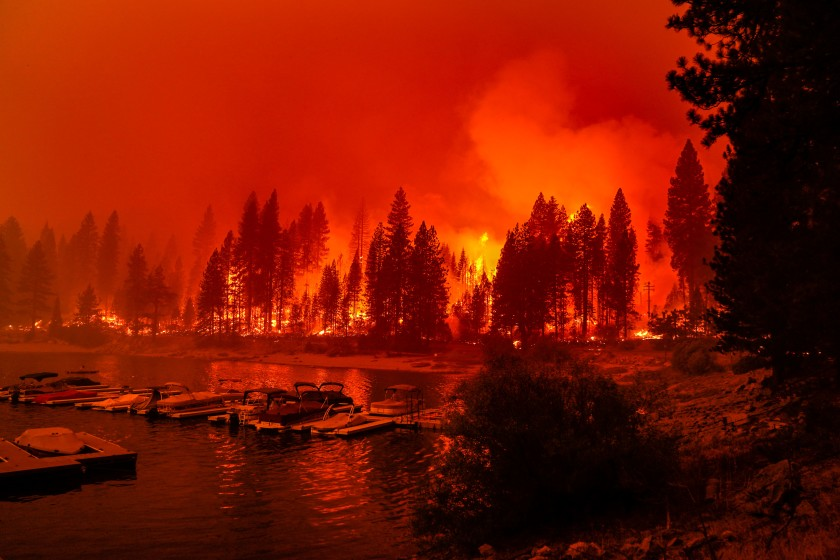 The Creek fire approaches Shaver Lake in Fresno County on Sept. 6. (Kent Nishimura / Los Angeles Times)