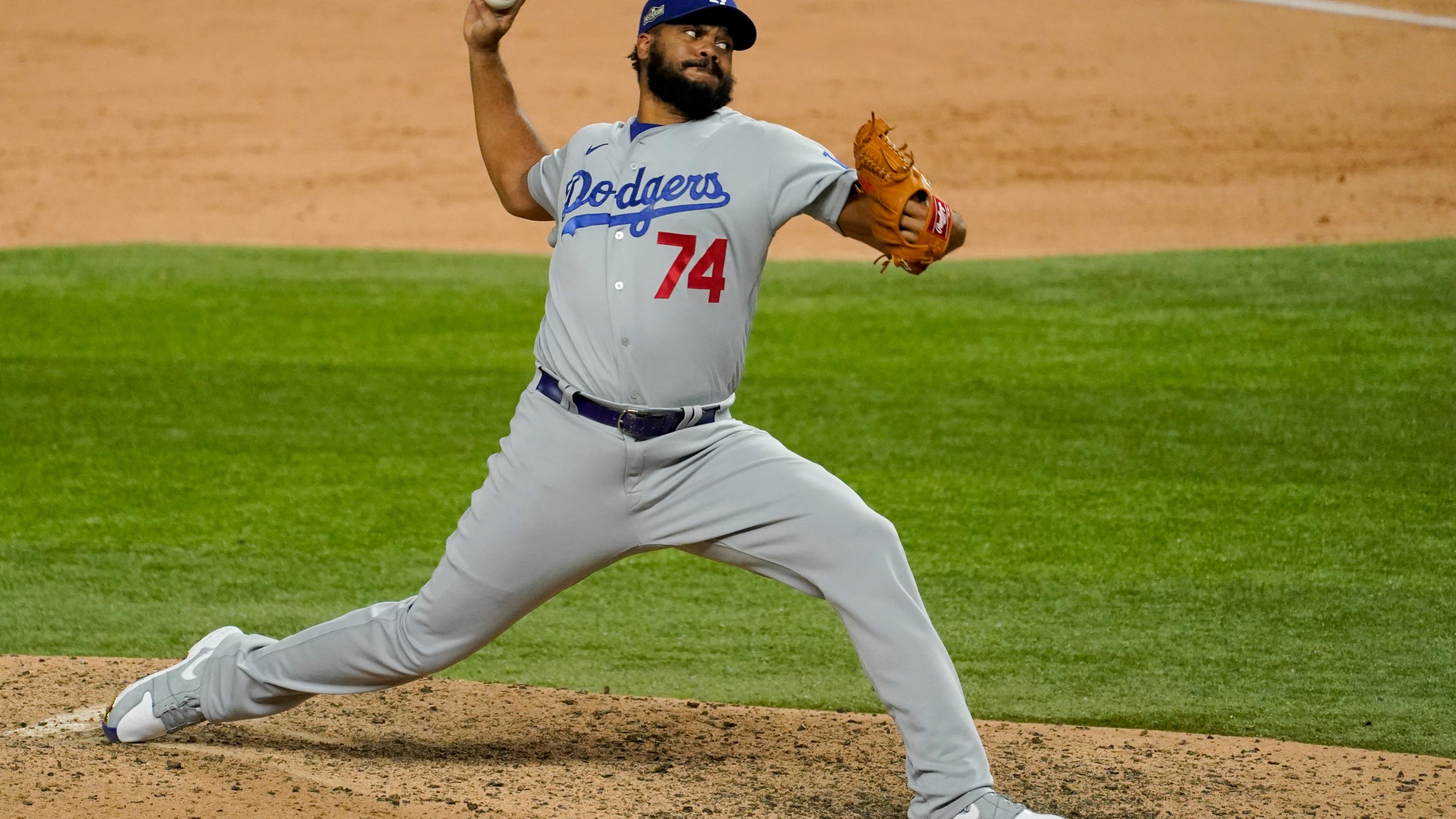 Los Angeles Dodgers relief pitcher Kenley Jansen throws against the Atlanta Braves during the ninth inning in Game 5 of a baseball National League Championship Series Friday, Oct. 16, 2020, in Arlington, Texas. (AP Photo/Tony Gutierrez)