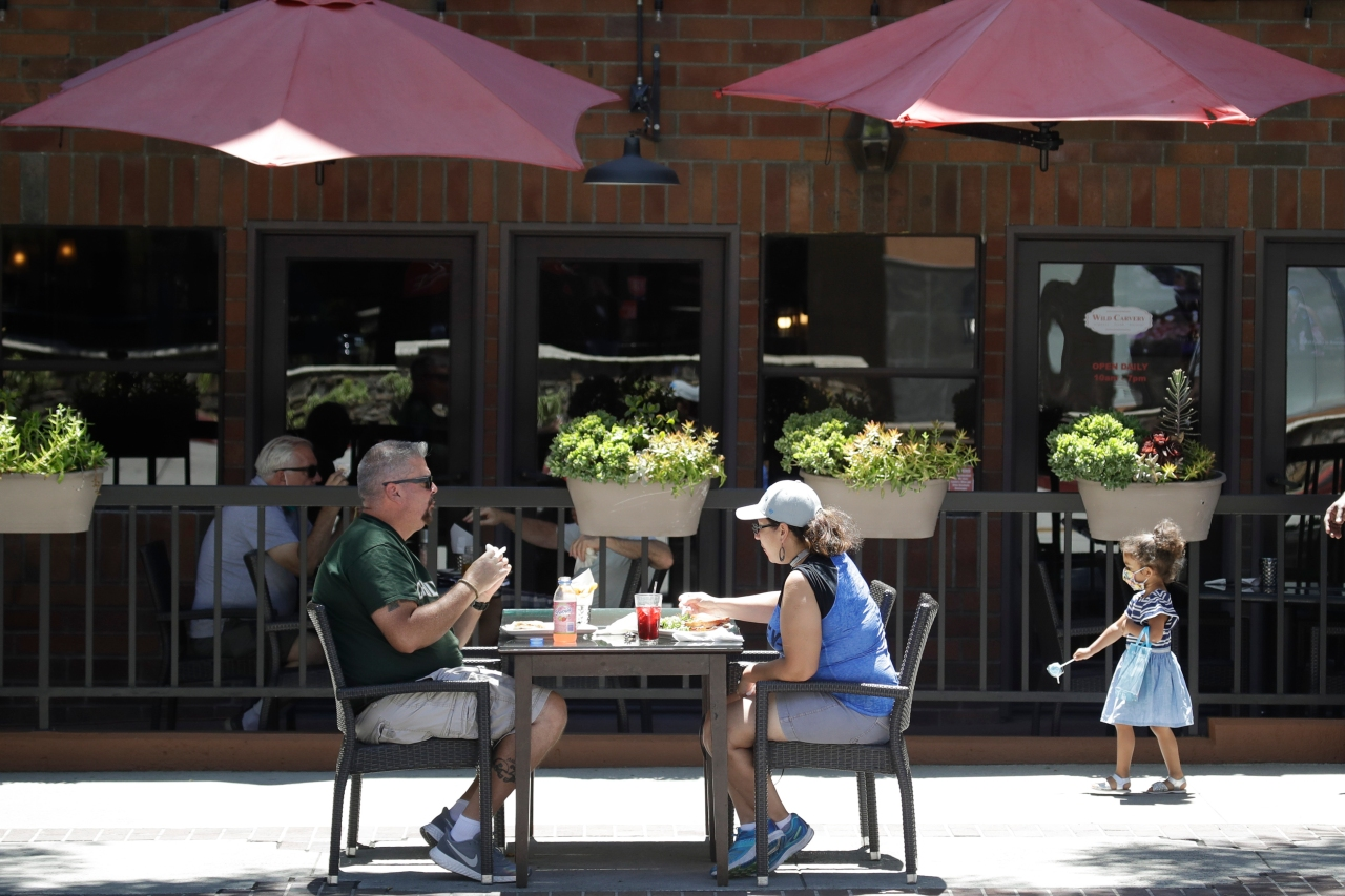 Pasadena to keep outdoor dining open despite L.A. County health order
