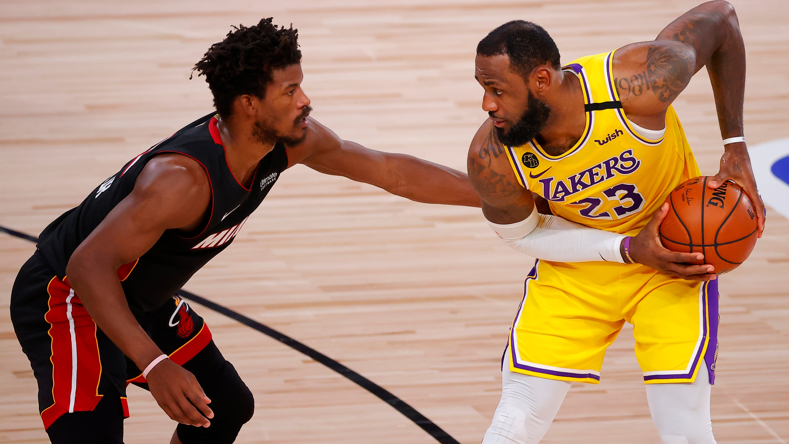 Nba Finals Lakers Lebron Roll In Game 1 Top Heat 116 98 Ktla