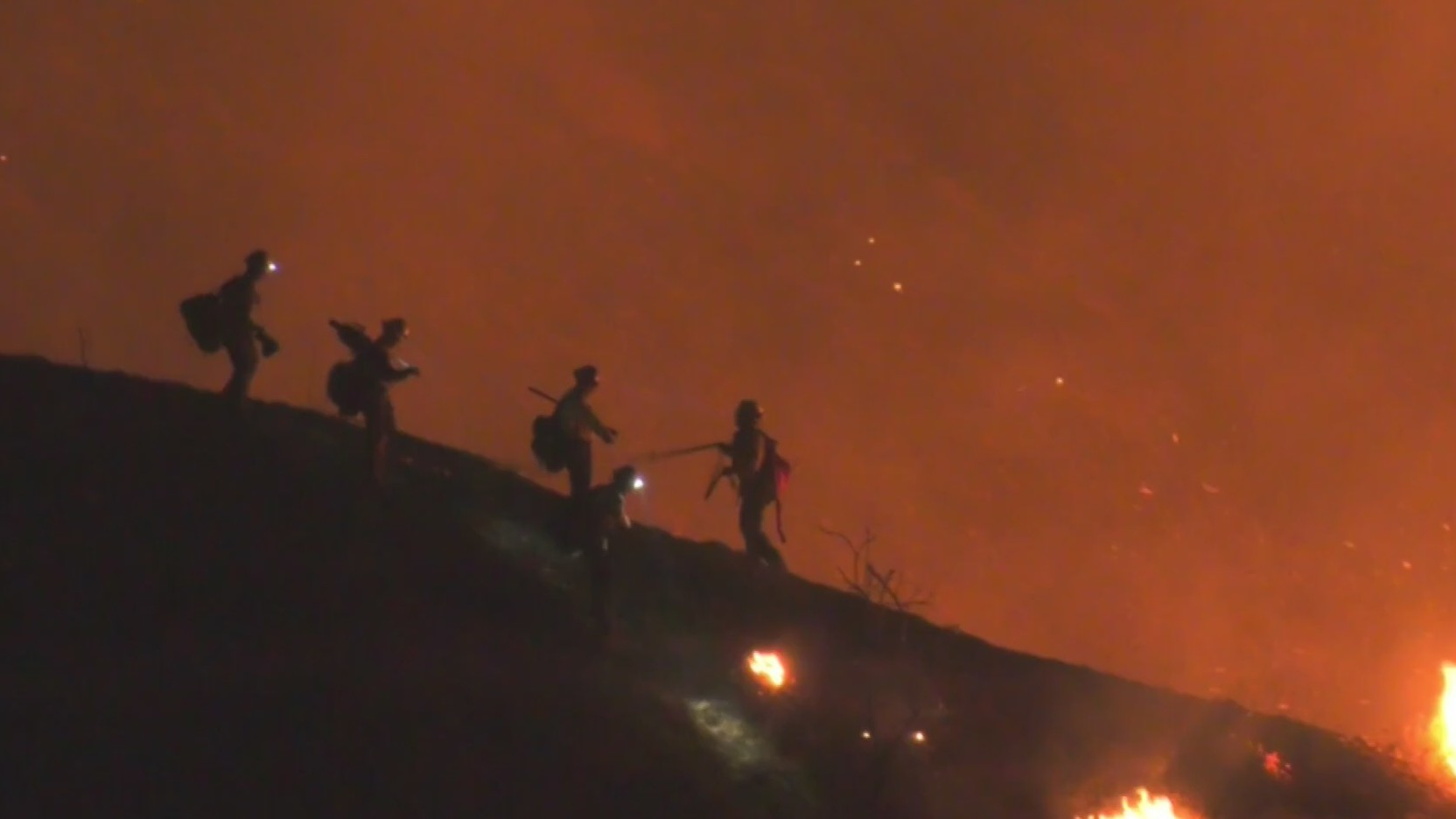 Crews battle a brush fire that sparked in Redlands on Oct. 14, 2020. (Nightowl Reporter)