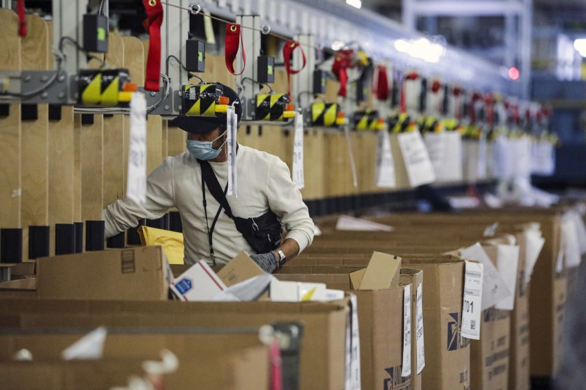 A worker at the USPS Processing & Distribution Center in City of Industry in May 2020.(Irfan Khan/Los Angeles Times)