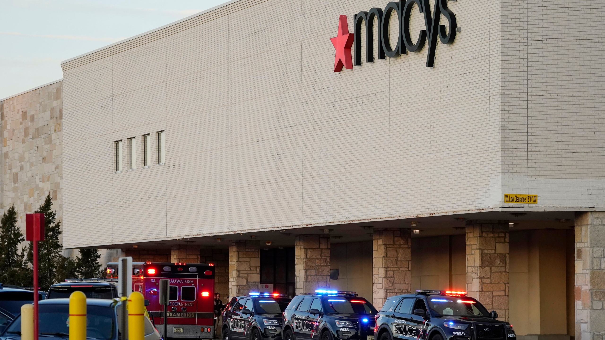 Police investigate a shooting at the Mayfair Mall on Nov. 20, 2020, in Wauwatosa, Wis. (AP Photo/Nam Y. Huh)