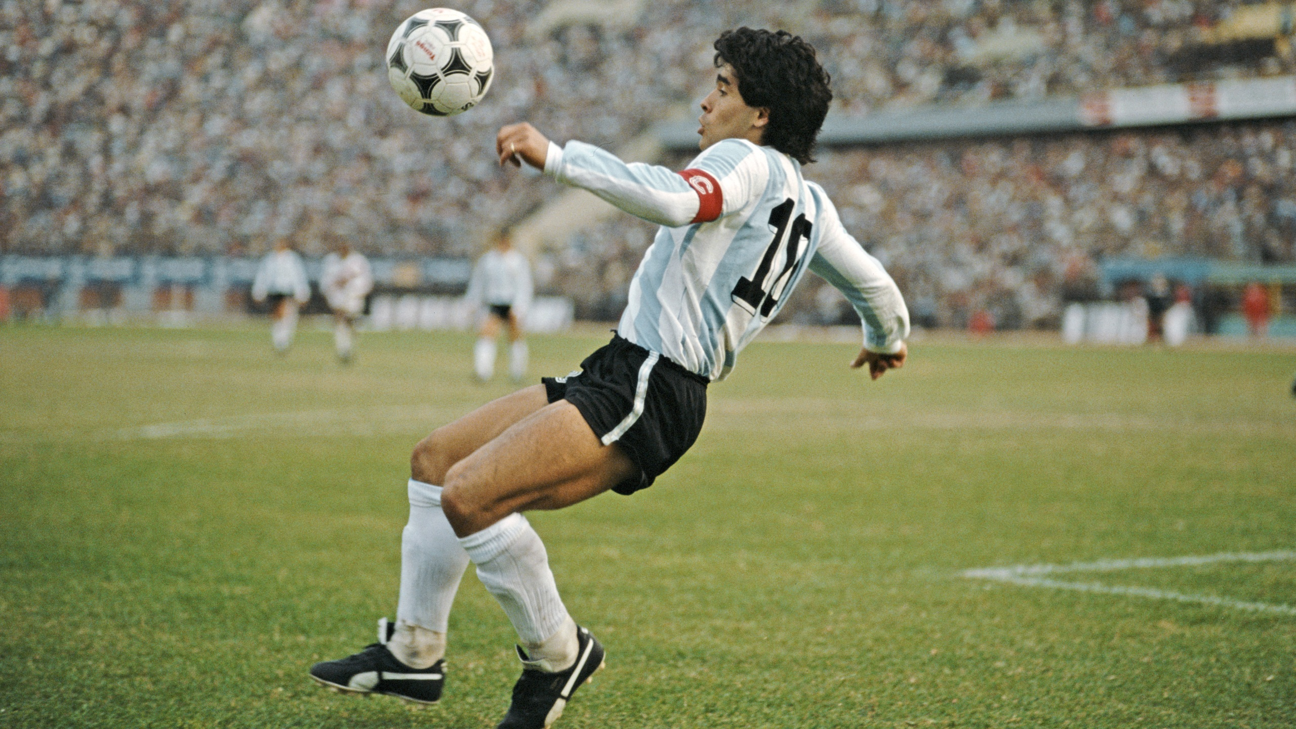 Argentina player Diego Maradona in action during a 1986 FIFA World Cup qualifying match against Peru at the National Stadium on June 23, 1985 in Lima, Peru. (David Cannon/Allsport/Getty Images/Hulton Archive)