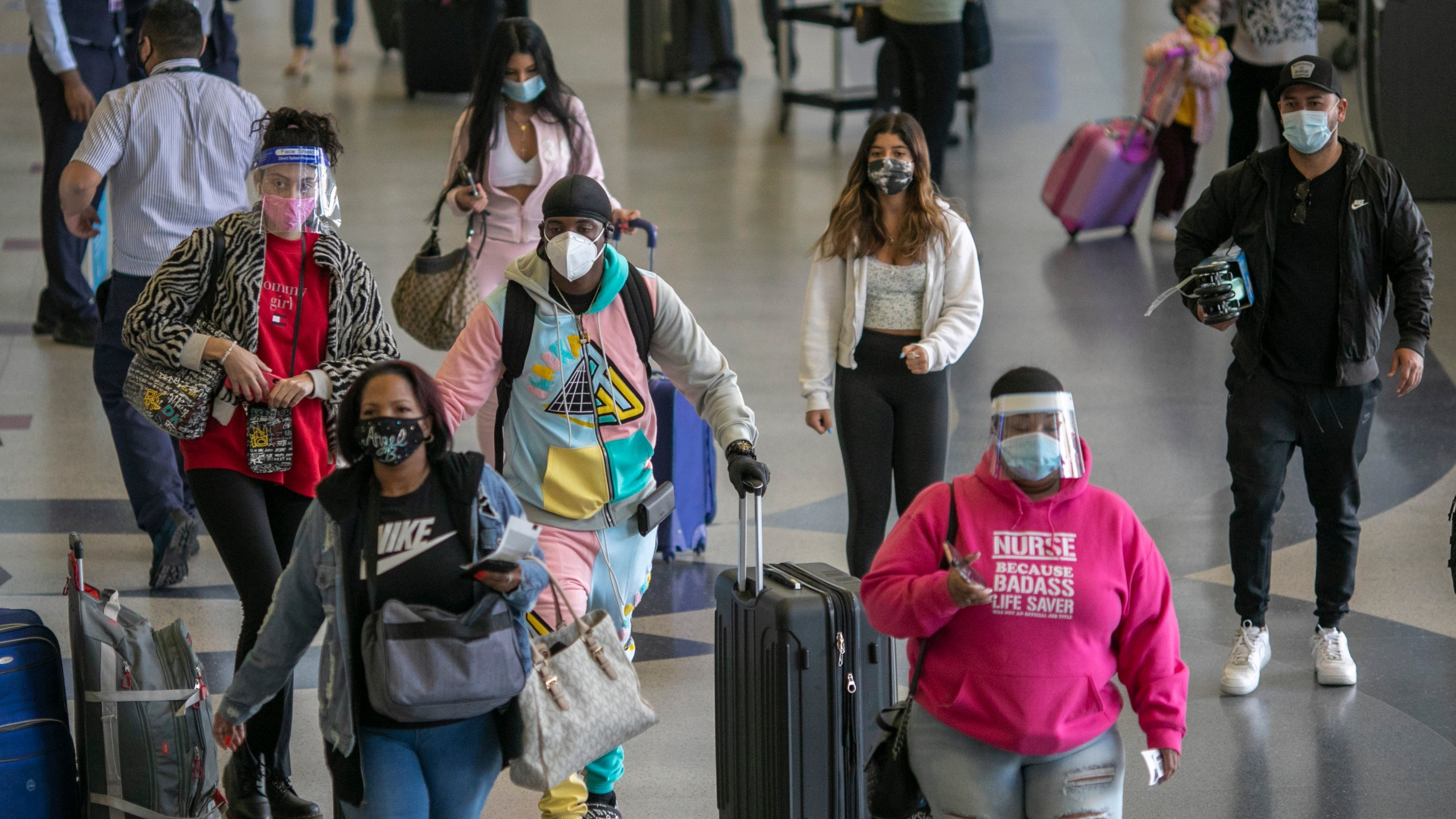 Holiday travelers pass through Los Angeles international Airport on Thanksgiving eve on Nov. 25, 2020. (David McNew/Getty Images)