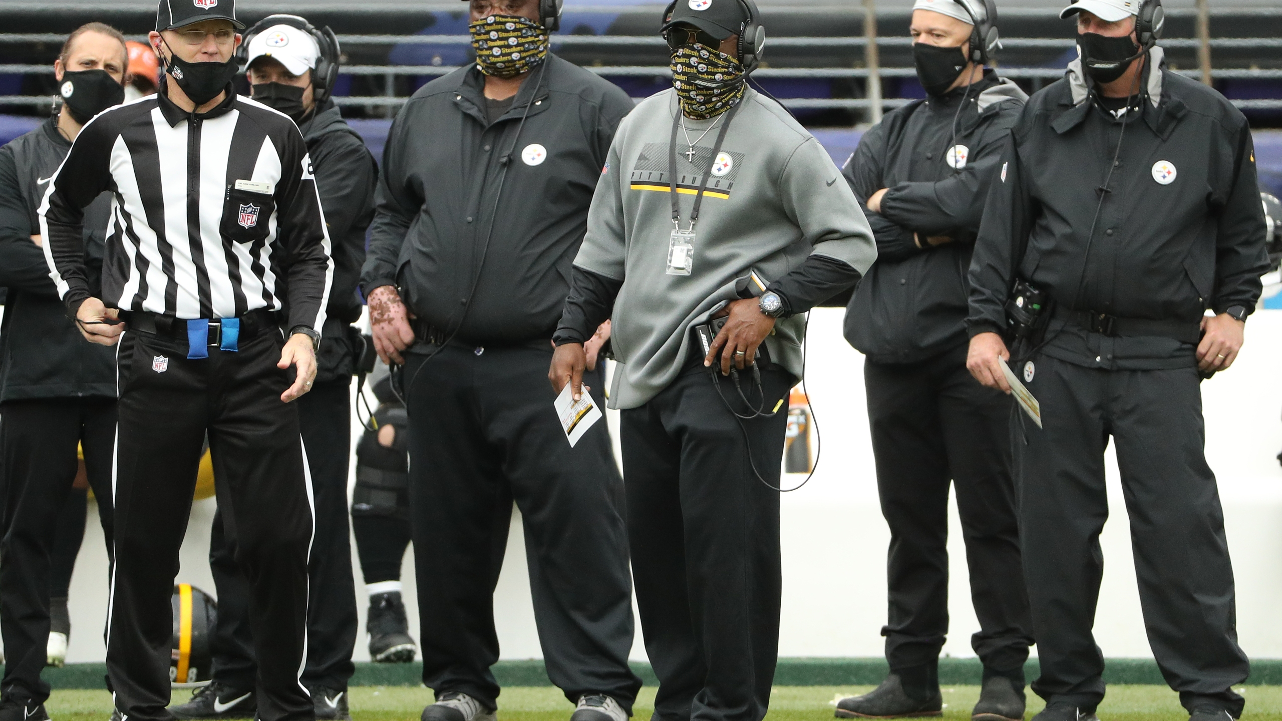 Head coach Mike Tomlin of the Pittsburgh Steelers looks on from the sideline against the Baltimore Ravens at M&T Bank Stadium on November 01, 2020 in Baltimore, Maryland. (Photo by Patrick Smith/Getty Images)