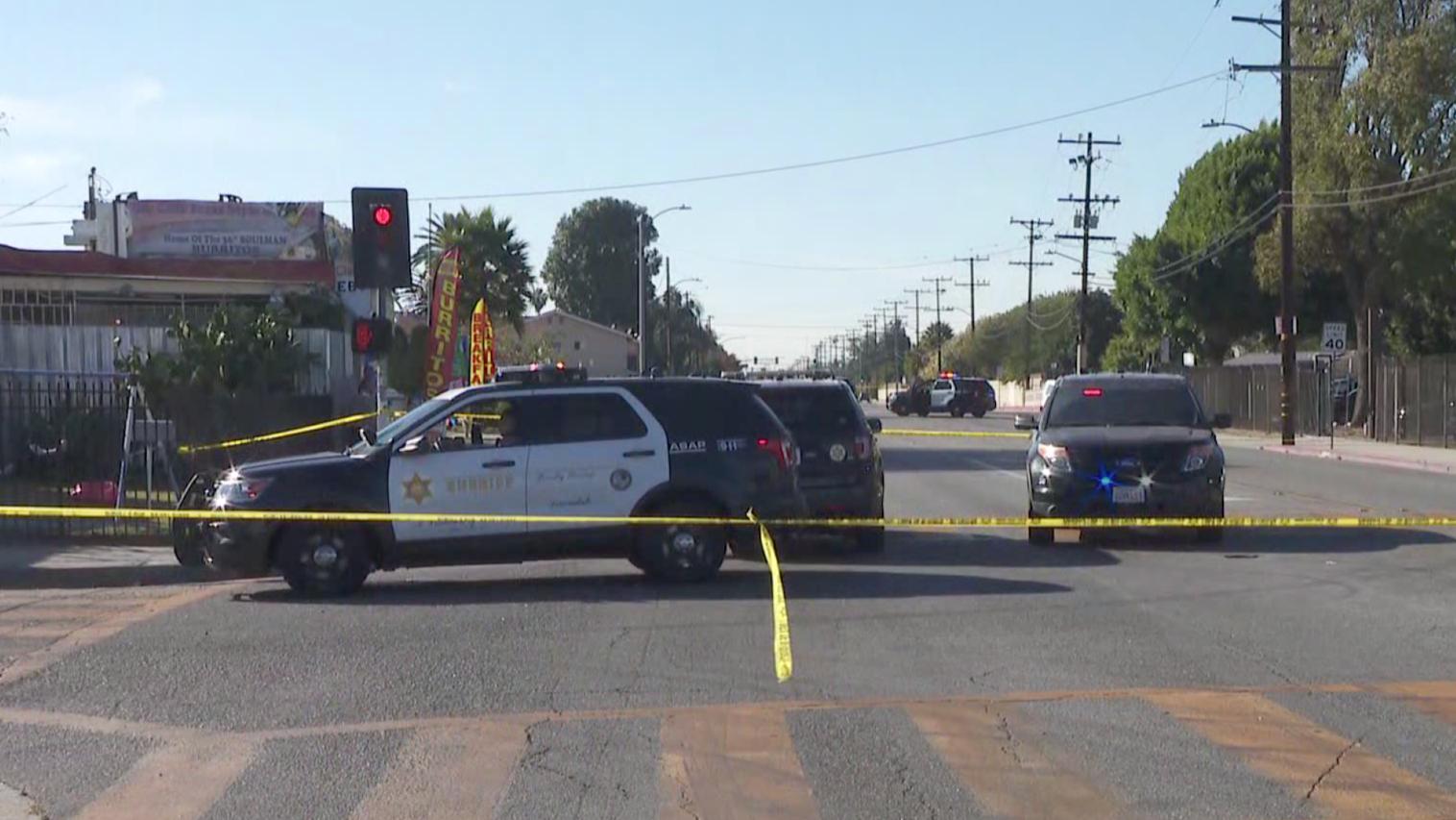 Deputies respond to investigate a fatal shooting in Compton on Nov. 17, 2020. (KTLA)