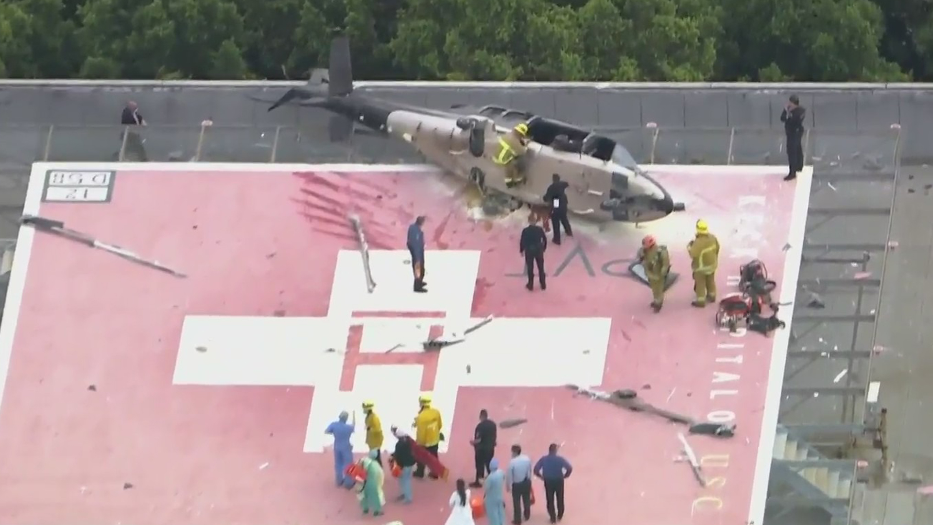 A helicopter sits on a helipad on the rooftop of Keck Hospital of USC in Boyle Heights moments after crash landing on Nov. 6, 2020. (KTLA)