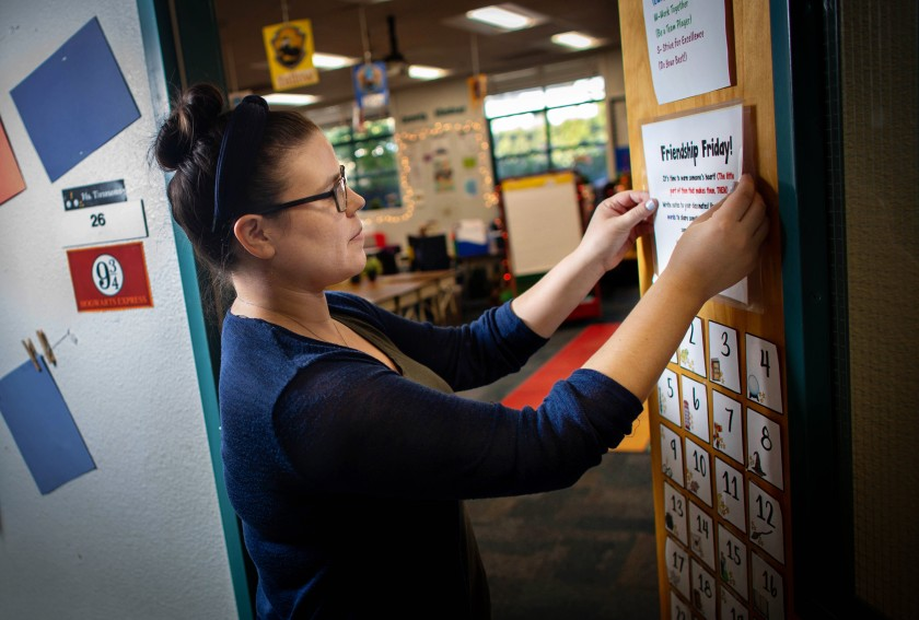 Second-grade teacher Christy Timmons puts up a sign in her classroom at Joaquin Miller Elementary School in Burbank in 2020. (Jason Armond / Los Angeles Times)