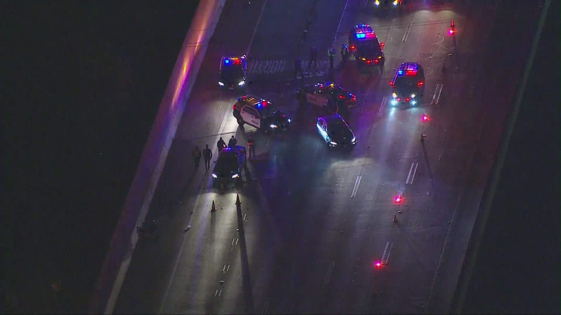 Officers respond to the 91 Freeway in Fullerton on Nov. 27, 2020. (Sky5)