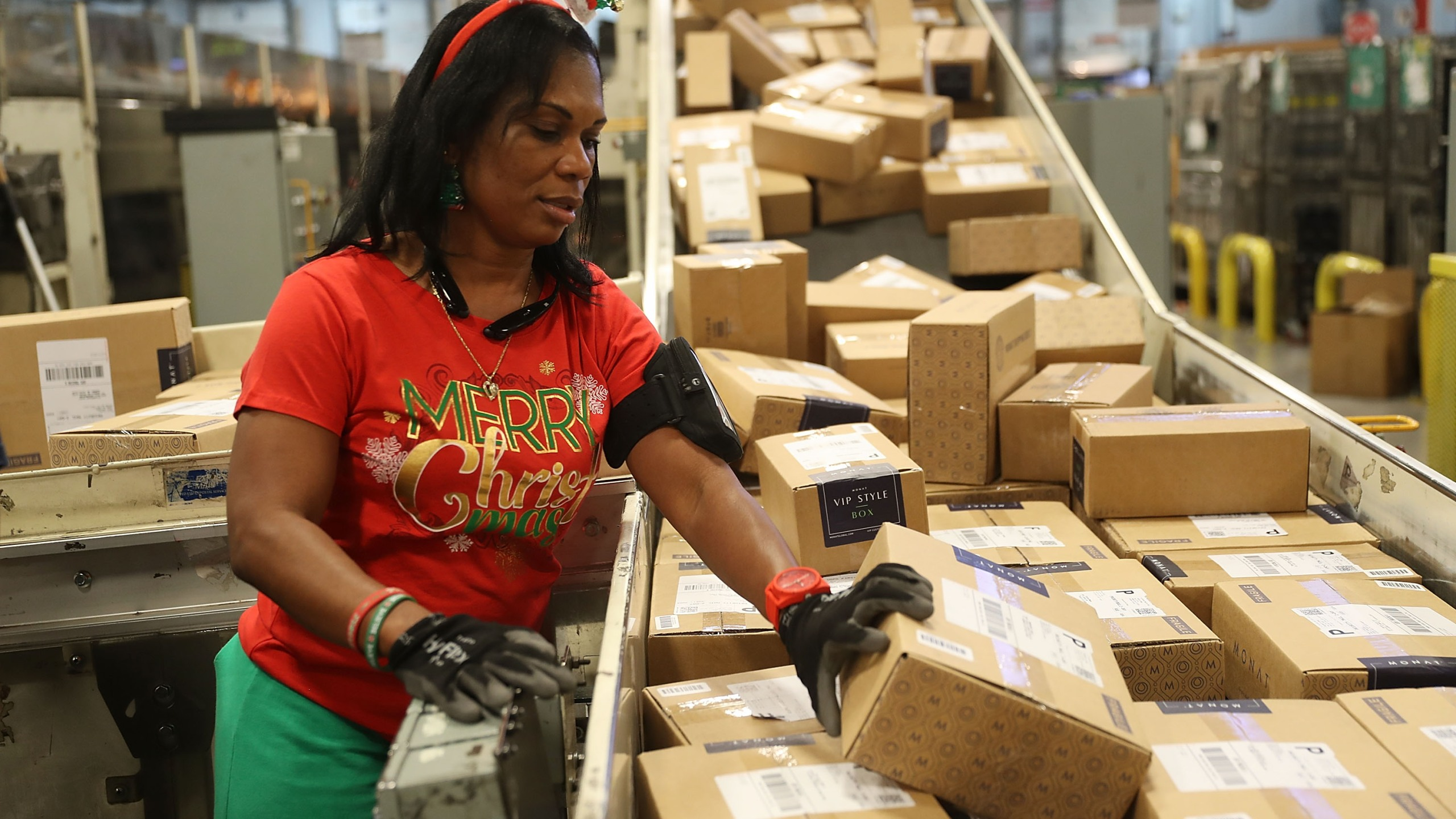 U.S. Postal service mail handler Barbara Lynn sorts boxes at the U.S. Postal service's Royal Palm Processing and Distribution Center on Dec. 4, 2017 in Opa Locka, Florida. (Joe Raedle/Getty Images)