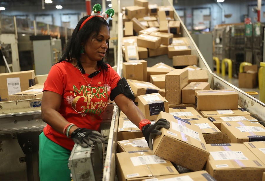 What to know before shipping your holiday packages with USPS this year