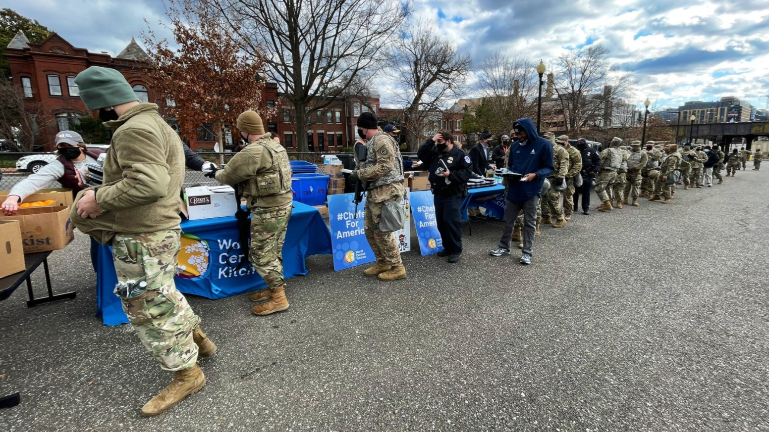 National Guard members receive meals in in Washington D.C. courtesy of World Central Kitchen, chef José Andrés' emergency response nonprofit. (World Central Kitchen/WCK.org)