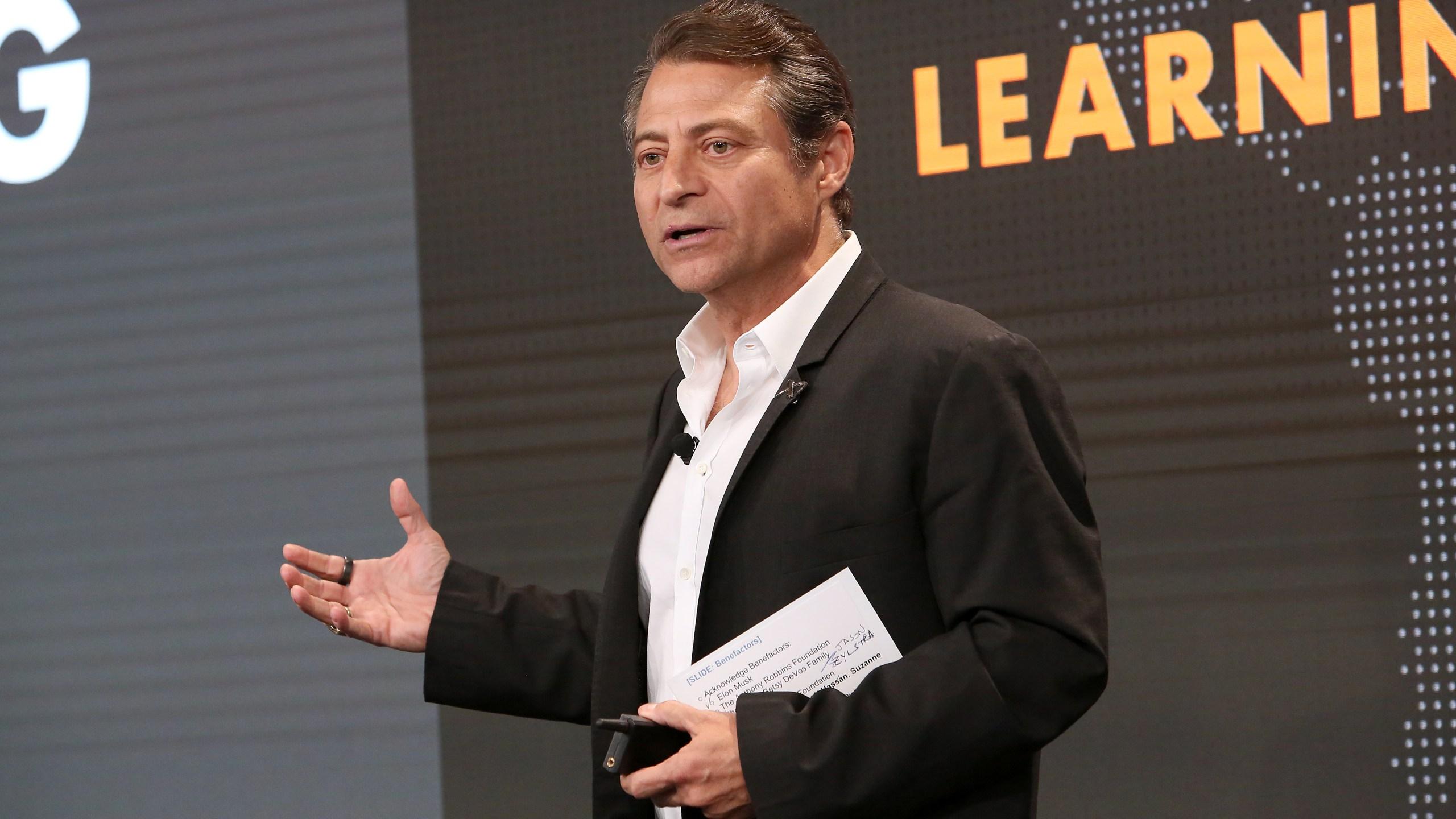 2019年5月15日,在加州普拉亚维斯塔,XPRIZE创始人兼执行主席Peter Diamandis出席在谷歌普拉亚维斯塔办公室举行的全球学习XPRIZE基金会大奖颁奖典礼。(Jesse Grant/Getty Images for Global Learning XPRIZE)(photo:KTLA)