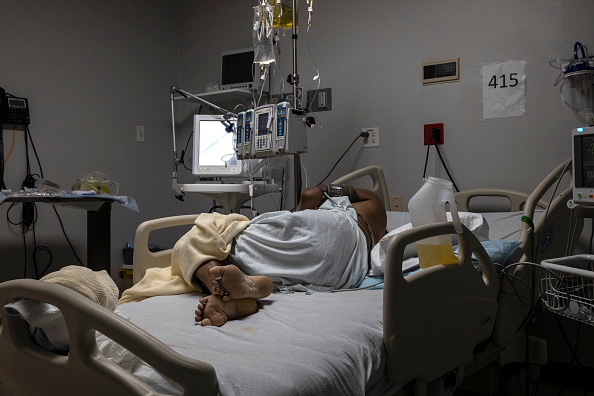 A patient is seen lying on a bed in the COVID-19 intensive care unit on New Year's Day 2021 at the United Memorial Medical Center in Houston, Texas. (Go Nakamura/Getty Images)