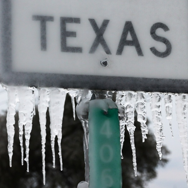 Icicles hang off a State Highway 195 sign in Killeen, Texas. (Joe Raedle/Getty Images)