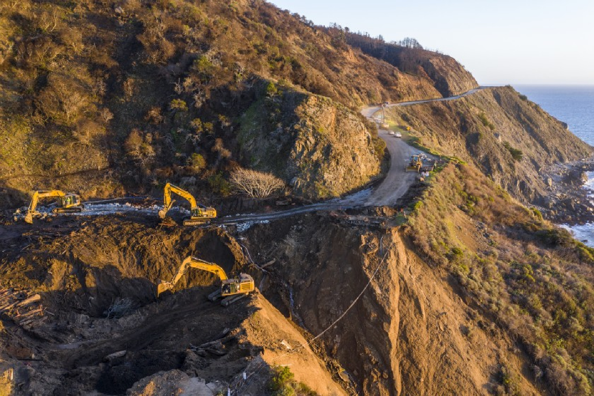 Crews dig debris from a washed-out section of Highway 1 at Rat Creek, south of Big Sur, on Feb. 10. (Robert Gauthier / Los Angeles Times)