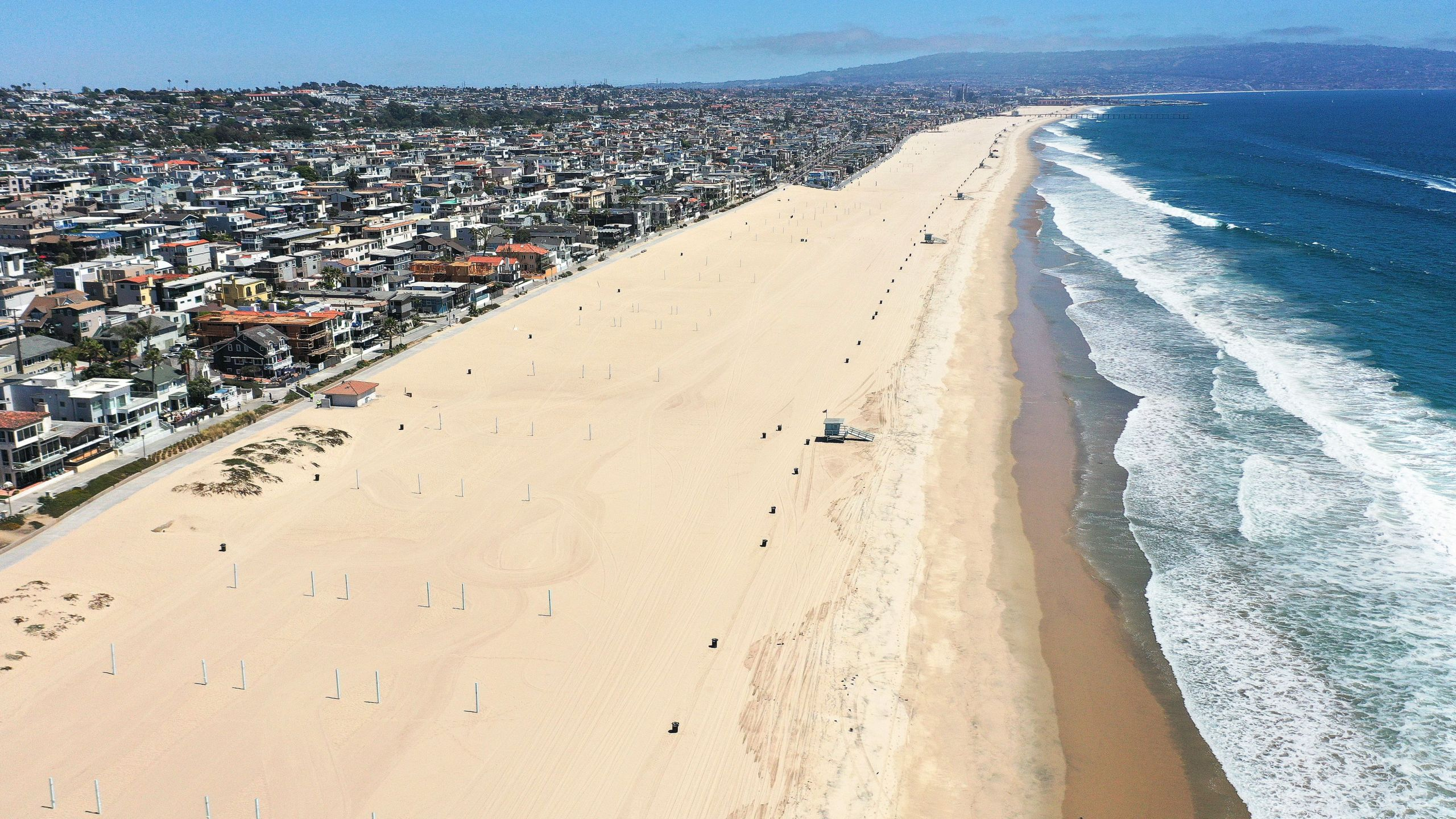 An aerial view of the closed and deserted beach on Independence Day afternoon amid the COVID-19 pandemic on July 4, 2020 in Manhattan Beach, California. (Mario Tama/Getty Images)