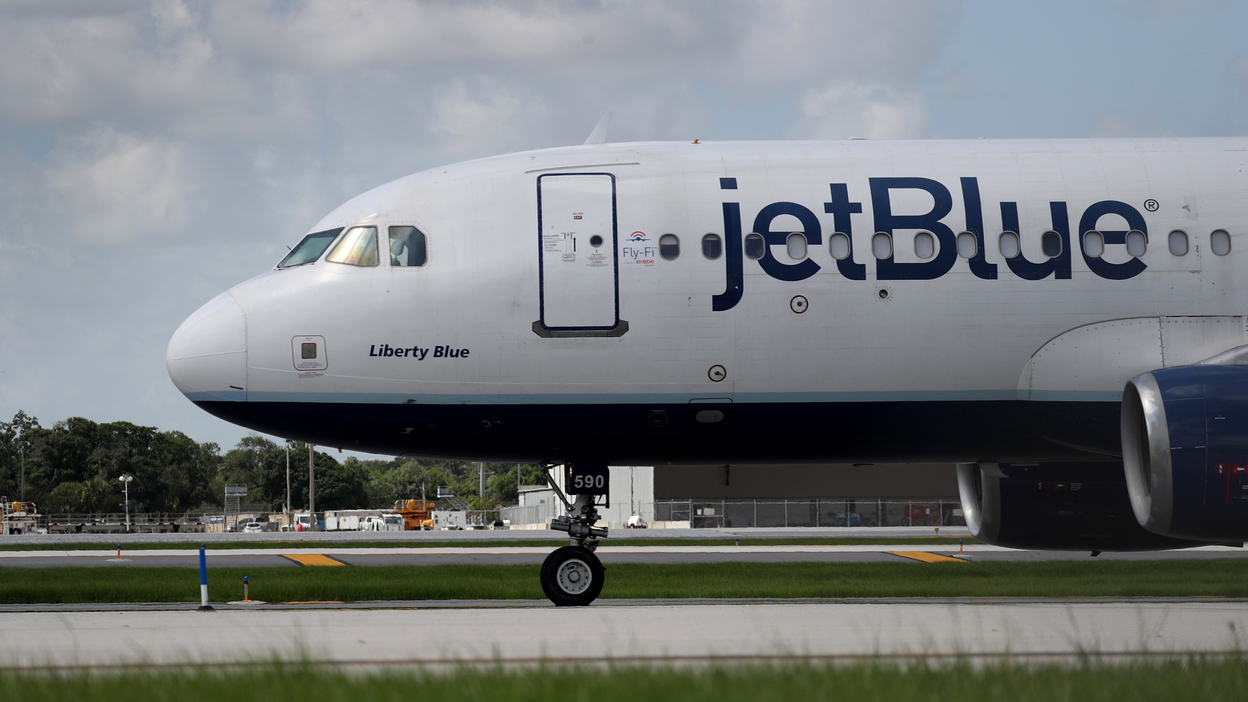 A JetBlue plane prepares to take off from the Fort Lauderdale-Hollywood International Airport on July 16, 2020 in Fort Lauderdale, Florida. (Joe Raedle/Getty Images)