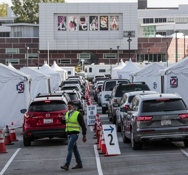 Drivers line up for COVID-19 vaccines at Cal State L.A. in an undated photo. (Robert Gauthier / Los Angeles Times)
