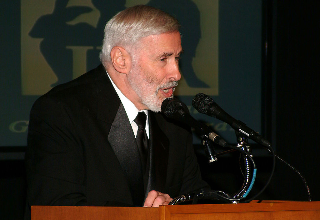 """Doctor Elliot Katz speaks at the """"In Defense Of Animals Guardian Awards Fundraiser"""", on October 30, 2004 at Paramount Studios in Hollywood, California. (Michael Tullberg/Getty Images)"""