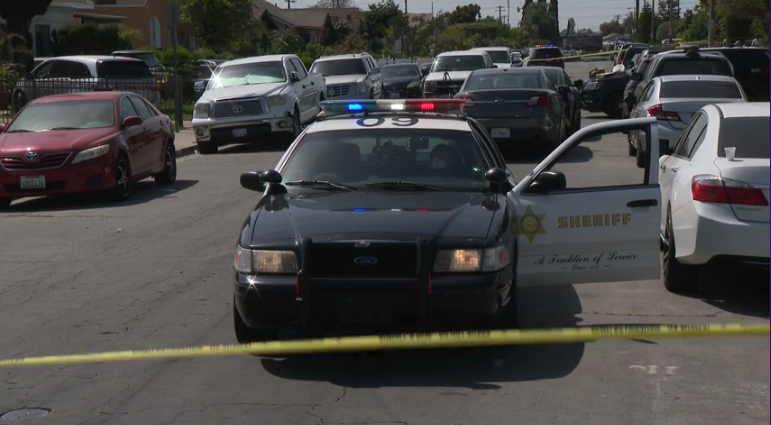 A Los Angeles County Sheriff's Department vehicle blocks the scene of a death investigation in Huntington Park on April 5, 2021. (KTLA)