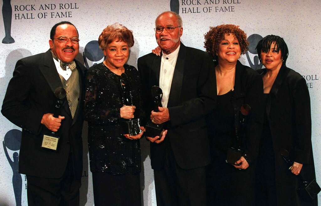 In tis March 15, 1999 file photo, The Staple Singers, from left, Pervis, Cleotha, Pops, Mavis, and Yvonne pose at the Rock and Roll Hall of Fame induction ceremony in New York. (AP Photo/Albert Ferreira, File)