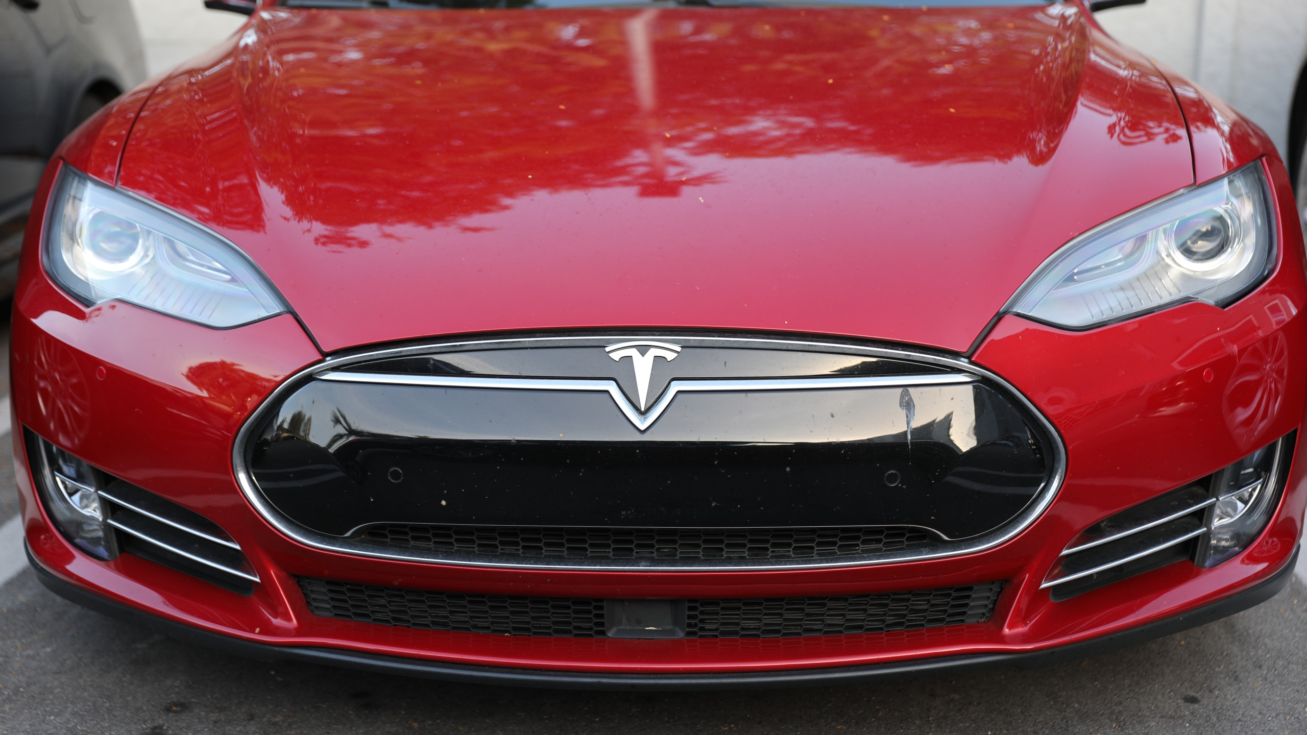 A Tesla vehicle is seen at a dealership on Jan. 3, 2019 in Miami, Florida. (Joe Raedle/Getty Images)