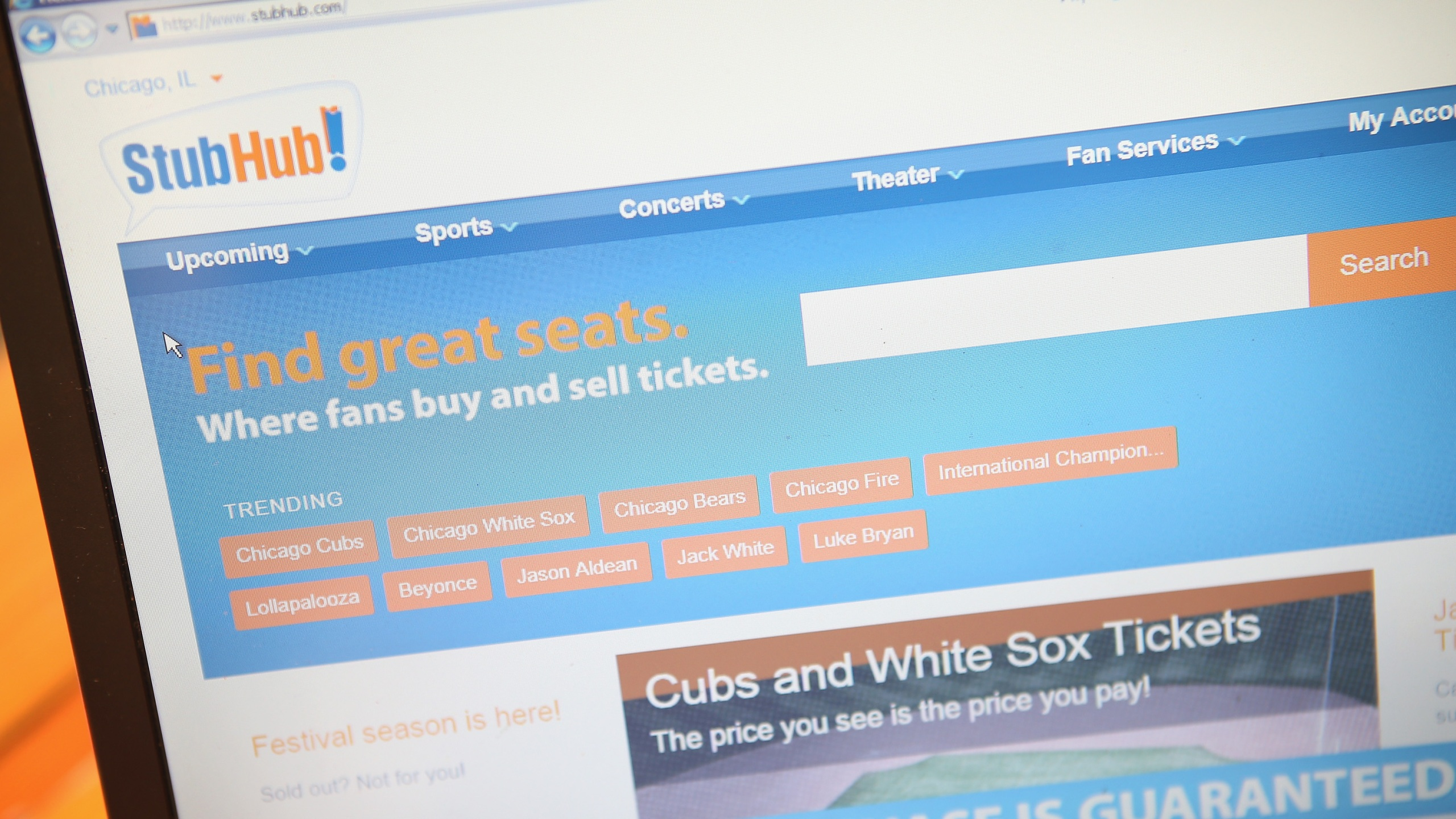 Tickets are offered for sale through StubHub on July 23, 2014, in Chicago. (Scott Olson/Getty Images)