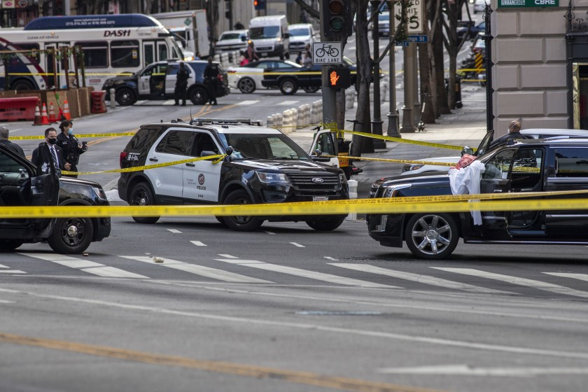 Los Angeles police respond to a shooting scene — one of five by a single gunman on April 27 — at 7th and Figueroa streets.(Brian van der Brug / Los Angeles Times)