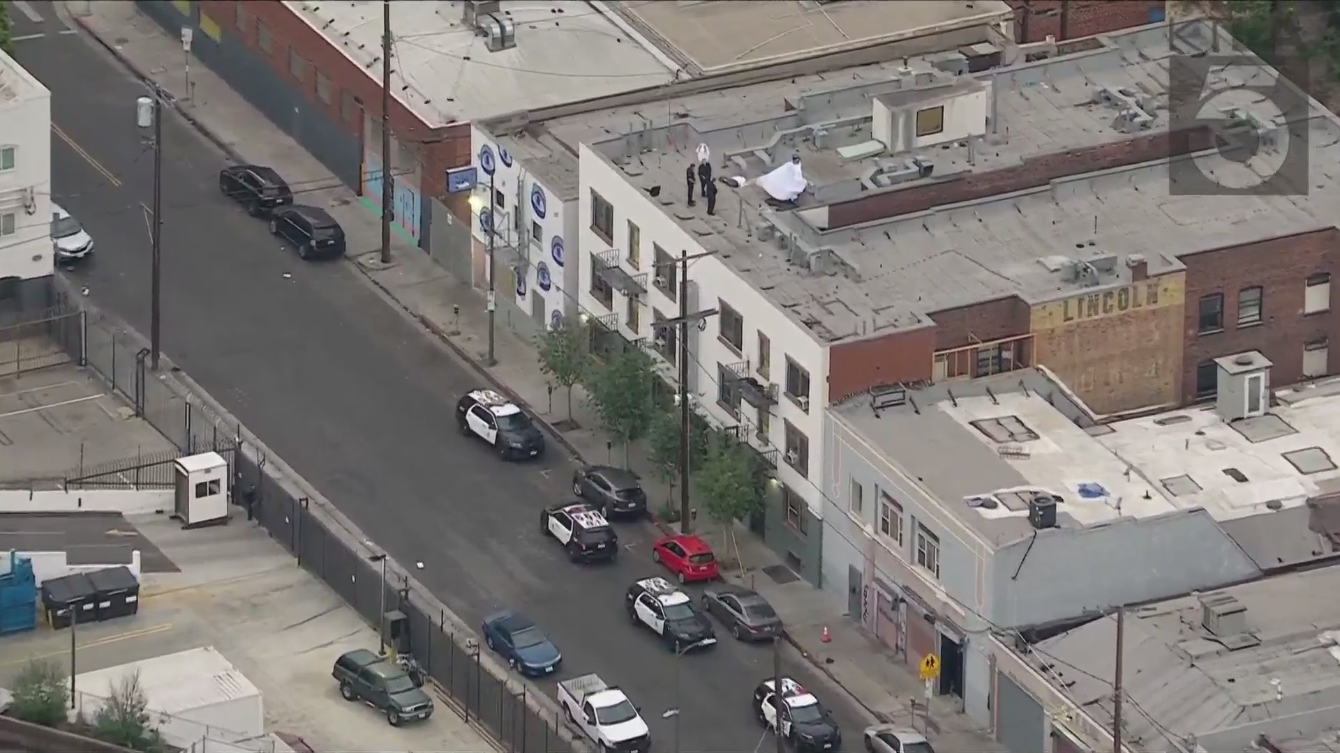 Police investigate a death on a downtown Los Angeles rooftop on May 17, 2021. (KTLA)