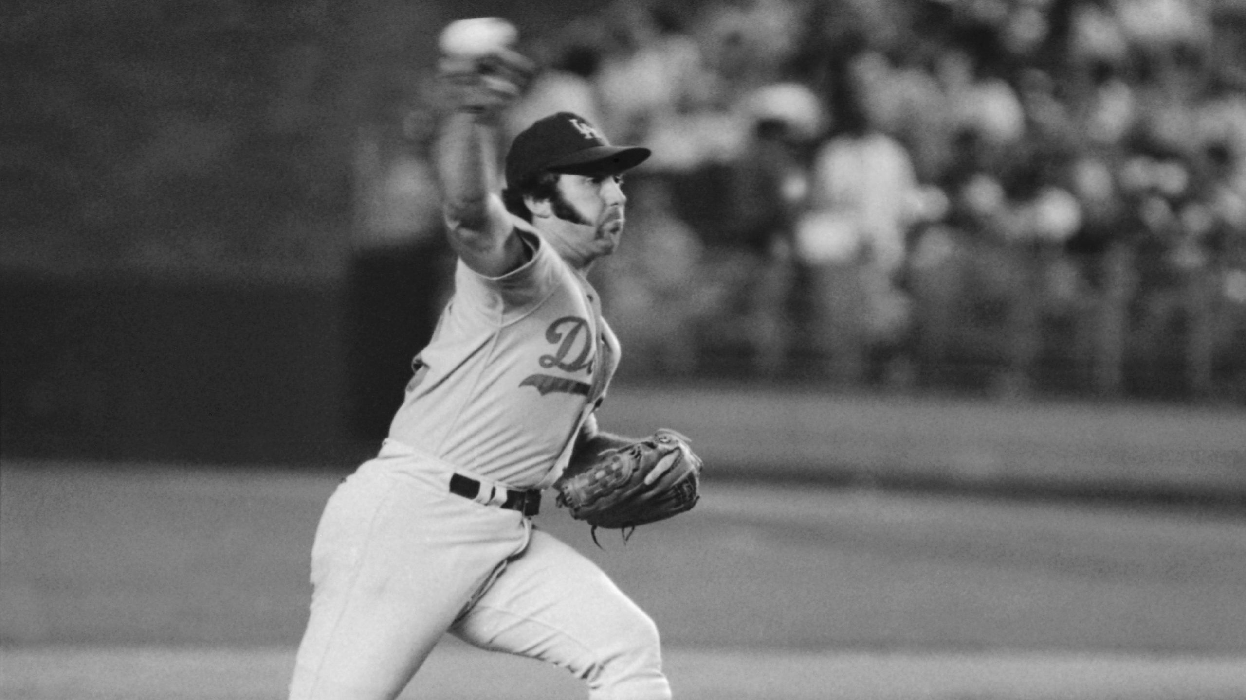 Los Angeles Dodgers pitcher Mike Marshall throws to a New York Mets batter during a baseball game in New York in August 1974. (Richard Drew / Associated Press)