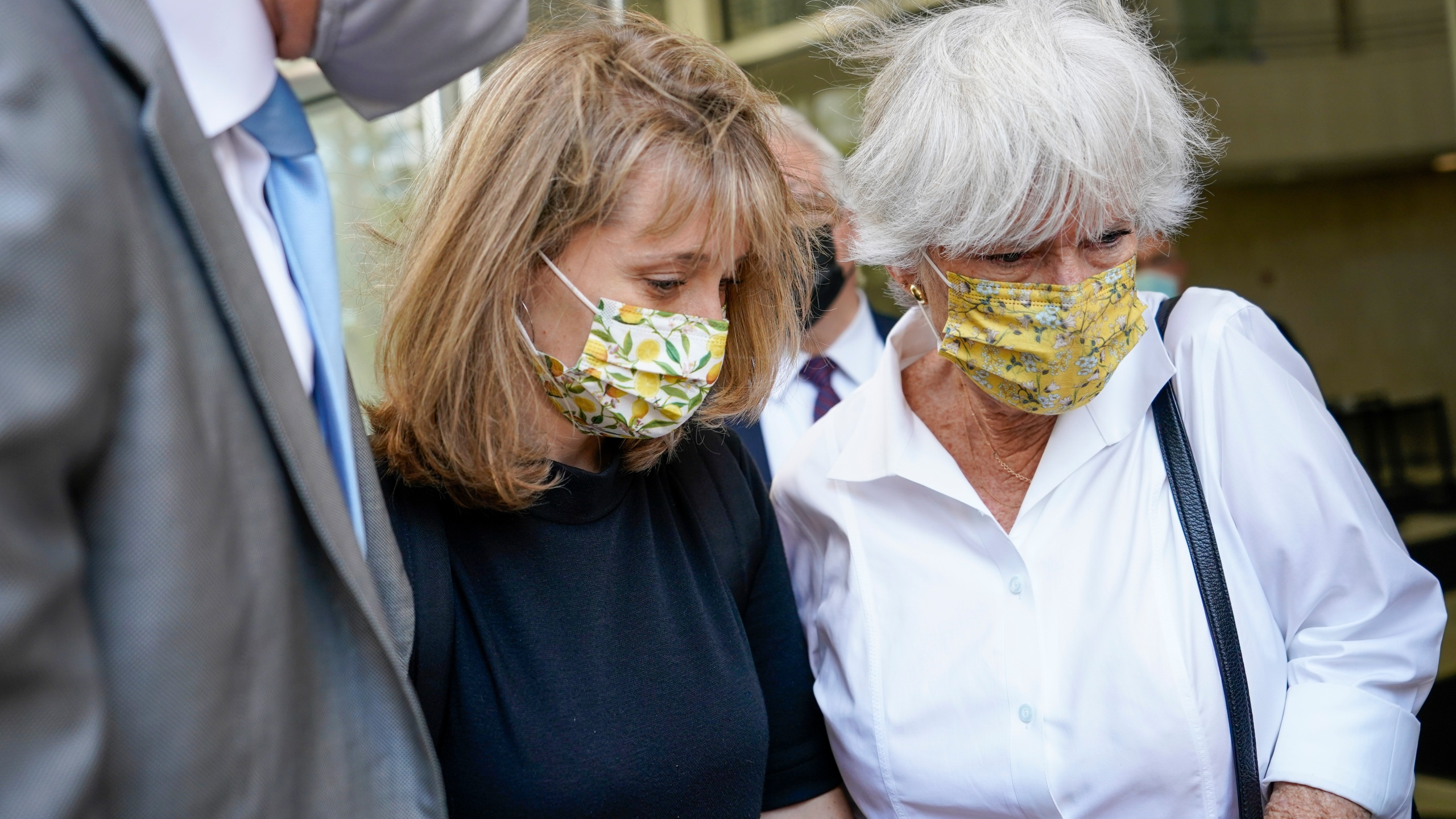 Allison Mack, center, leaves federal court with her mother, Mindy Mack, after being sentenced on June 30, 2021 in New York. (Mary Altaffer/Associated Press)