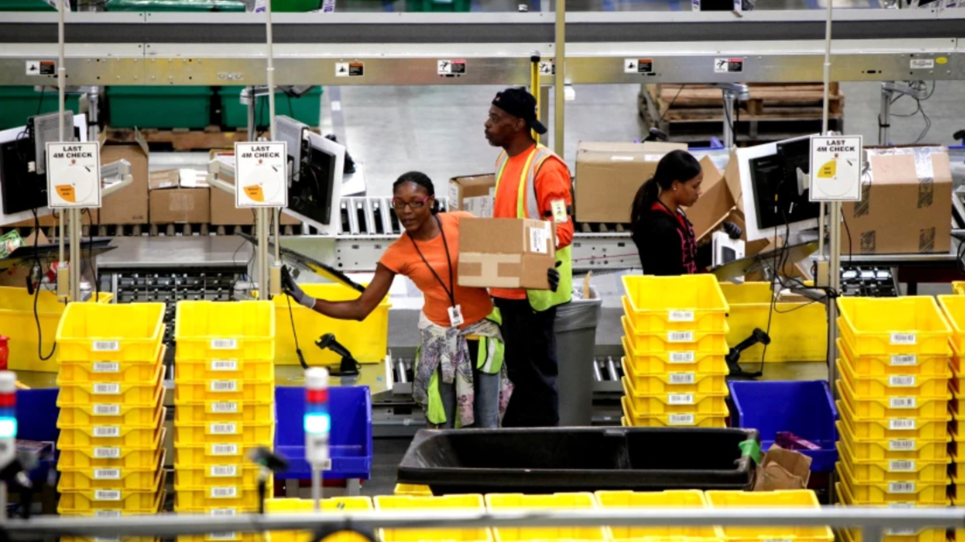 A campaign to unionize Amazon warehouse workers in Alabama earlier this year failed. Above, workers at an Amazon fulfillment center in San Bernardino. (Irfan Khan / Los Angeles Times)