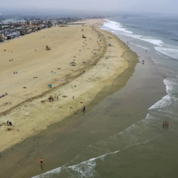 Newport Beach officials are preparing for possible flooding from high tides.(Allen J. Schaben / Los Angeles Times)