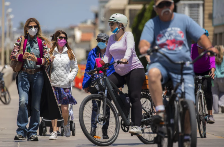 Masked and unmasked people enjoyed The Strand in Hermosa Beach last month after the CDC loosened guidelines for vaccinated people.(Jay L. Clendenin/Los Angeles Times)