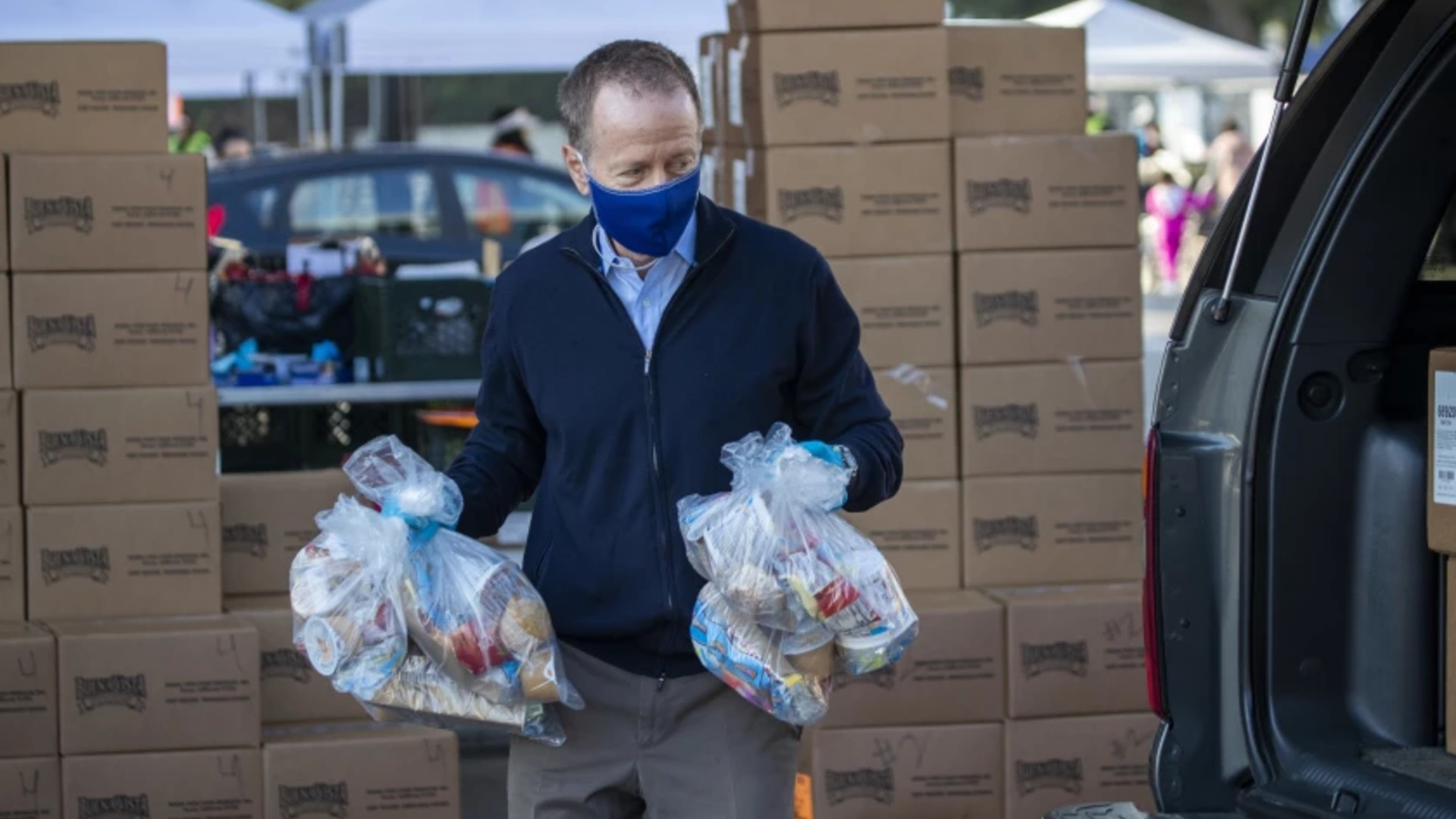L.A. schools Supt. Austin Beutner helps distribute free meals in November at South Gate High School, part of a massive effort that he cited Tuesday in his farewell address at the Hollywood Bowl. (Allen J. Schaben / Los Angeles Times)