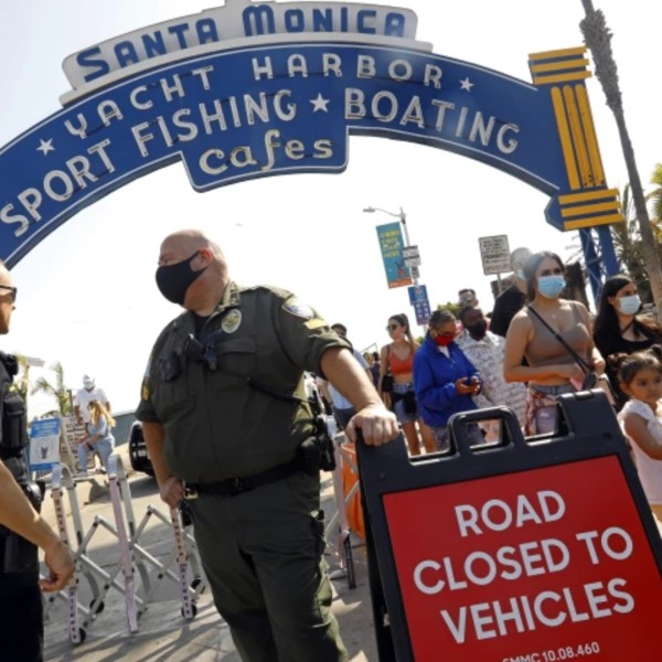 Police monitor the people entering the Santa Monica Pier on Memorial Day.(Carolyn Cole / Los Angeles Times)