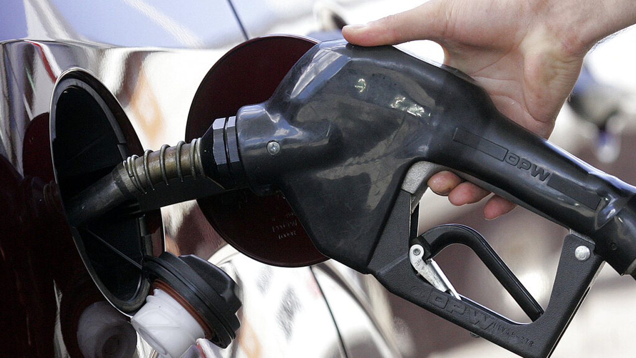 A gasoline station attendant pumps gas in this July 13, 2006 file photo in Portland, Ore. (AP Photo/Rick Bowmer, file)