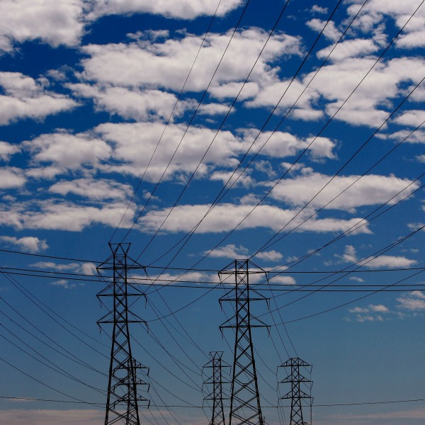 Towers carrying electrical lines are shown August 30, 2007, in South San Francisco, California. (Justin Sullivan/Getty Images)
