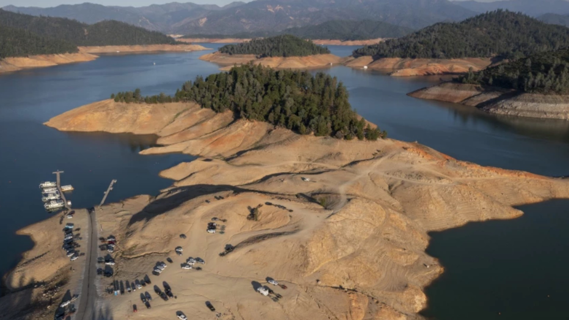 Boats are docked at a marina hundreds of feet from where they are usually moored because water levels at Lake Shasta have fallen during the drought.(Brian van der Brug / Los Angeles Times)