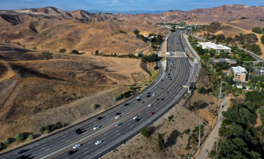The 101 Freeway confines larger animals on either side of it, preventing gene flow among them and thus endangering some species.(Carolyn Cole/Los Angeles Times)