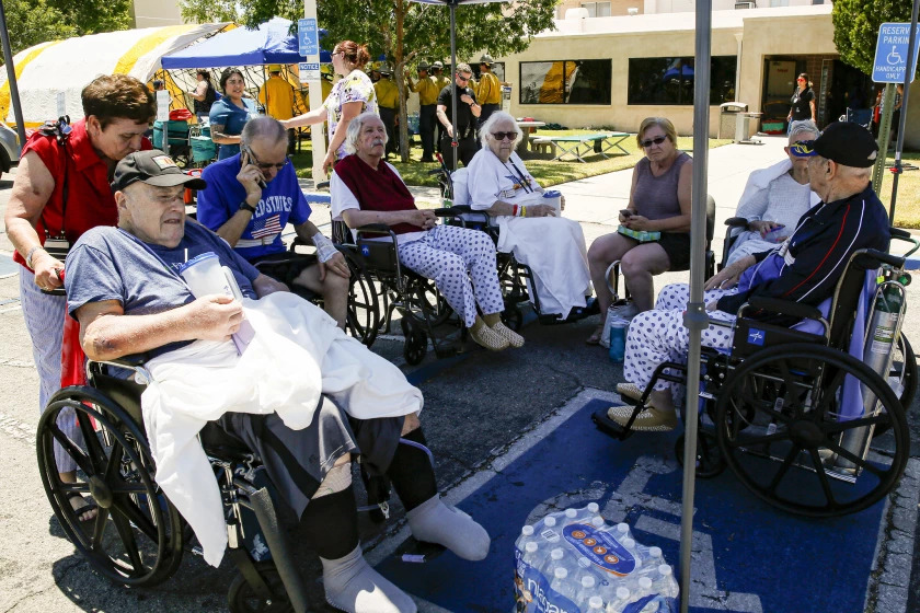 Patients rest under shade after being evacuated from Ridgecrest Regional Hospital following a 6.4 earthquake on July 8, 2021. (Irfan Khan / Los Angeles Times)