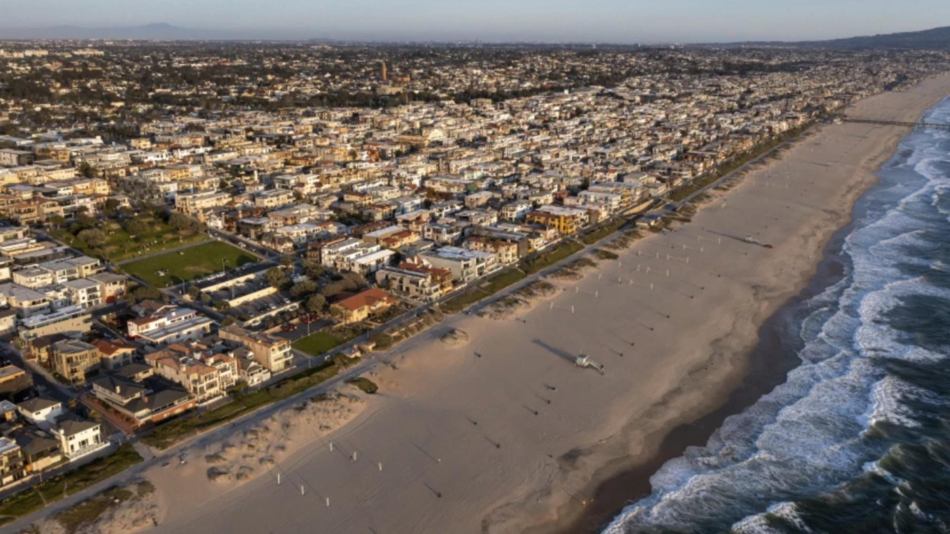 Manhattan Beach is shown March 24. There is no threat of a tsunami following Wednesday night's magnitude 8.2 earthquake in the ocean off Alaska.(Allen J. Schaben / Los Angeles Times)